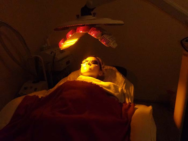 Magazine Reporter Tries Our Carbon Laser Peel & LED Phototherapy